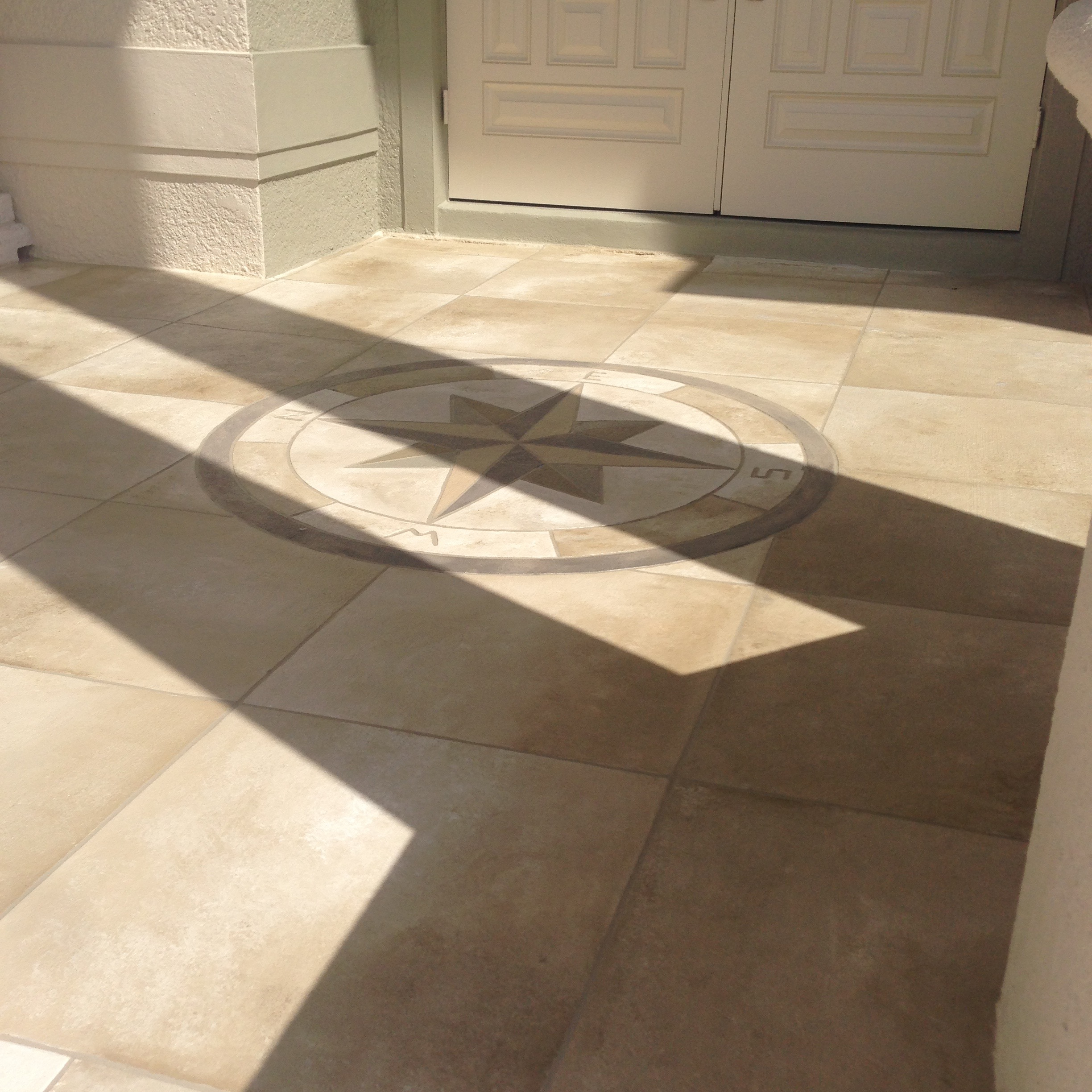 Concrete designs florida travertine tille with accent for Travertine accent tile